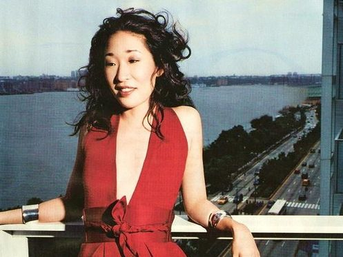 Sandra Oh poses for a photo