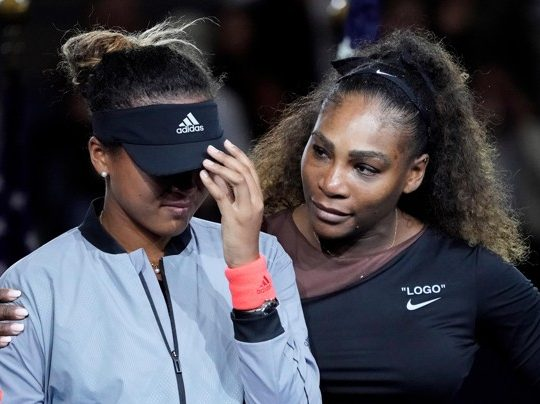 Serena Williams comforts Naomi Osaka