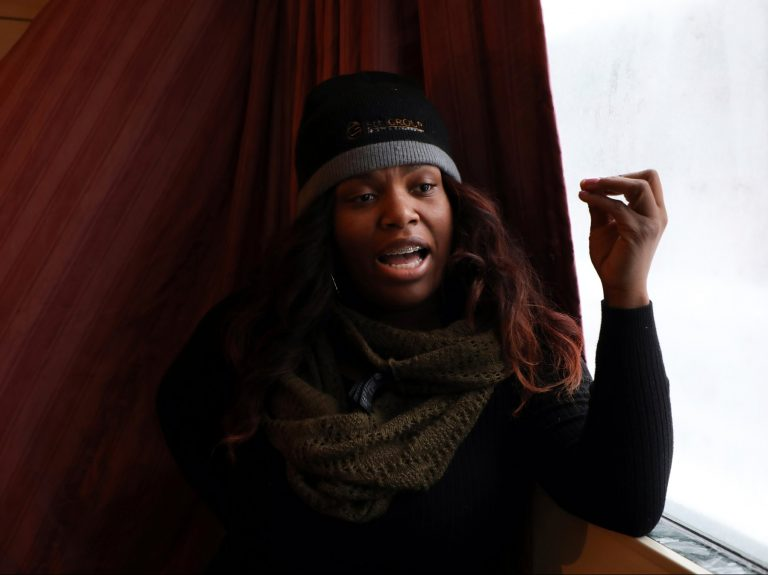 Candice Payne rented 30 hotel rooms for more than 100 homeless people in Chicago when the temperature dropped to well below zero.