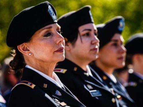 women in military uniforms