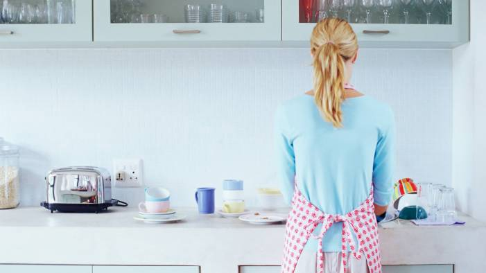 Married women spend more time on housework than single moms, a new study finds.